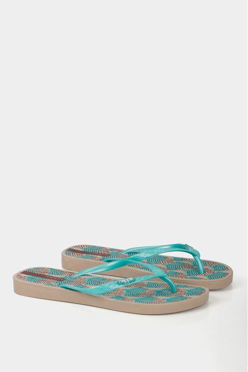 Zapatos tipo sandalia plana en caucho para mujer.